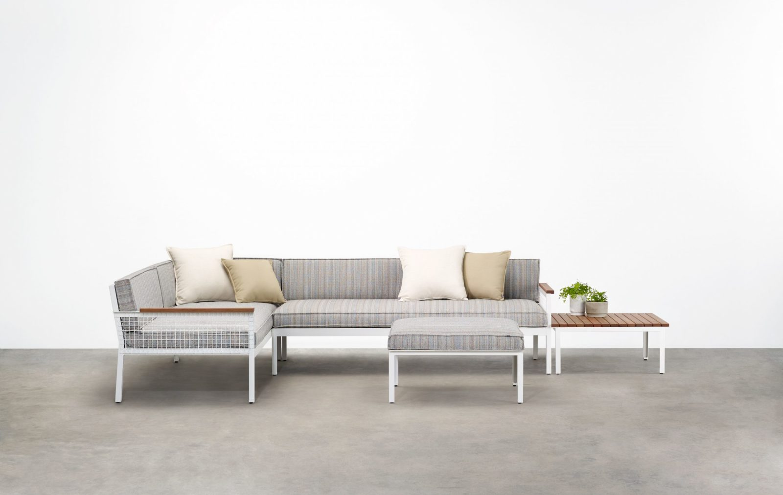 Breeze Modular is a premium outdoor modular lounge characterised by a crisp aesthetic shaped by the intersection of clean horizontal lines.