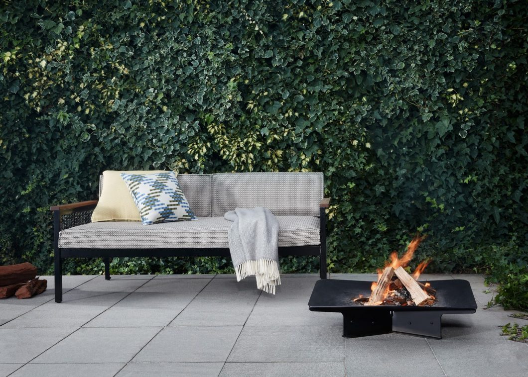 The Breeze Sofa is a sleek premium outdoor sofa characterised by a crisp aesthetic shaped by the intersection of clean horizontal lines.